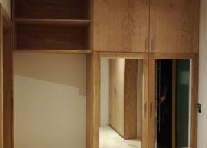 Garderoba w przedpokoju z siedziskiem