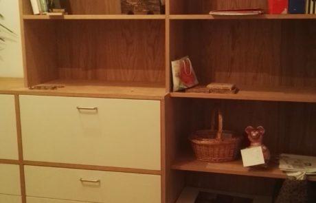 Dębowa komoda i regał na książki