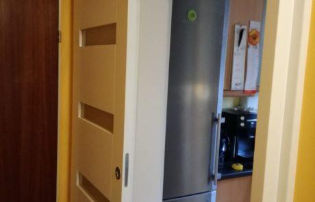 Sosnowe drzwi wewnętrzne przesuwne