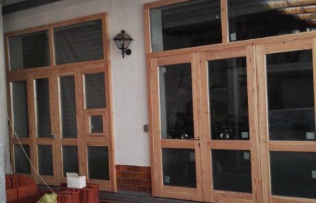 Drewniane drzwi antypaniczne, ewakuacyjne