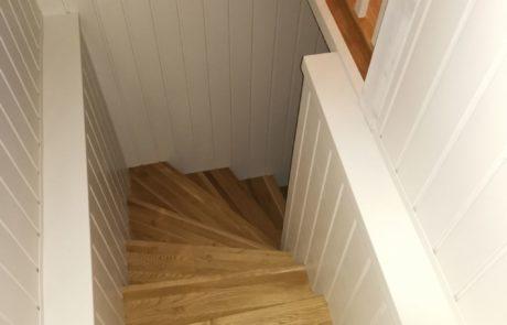 Drewniane schody na schody betonowe