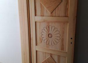 Modrzewiowe rustykalne drzwi pokojowe
