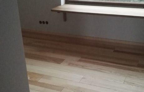 Drewniana podłoga jesionowa