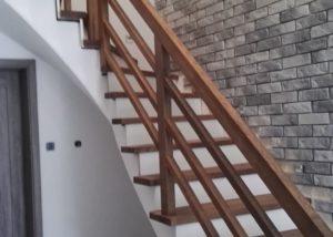 Schody dębowe na schody betonowe
