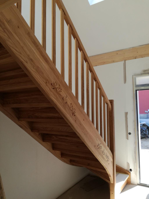 Dębowe schody policzkowe pełne