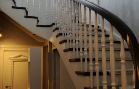 Bukowe schody policzkowe